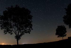 epa03358909 A general view of a the Perseid meteor shower in the night sky near Nettersheim in the Eifel region, Germany, in the early hours of 12 August 2012. The meteor shower was easily visible due to clear skies. EPA/OLIVER BERG
