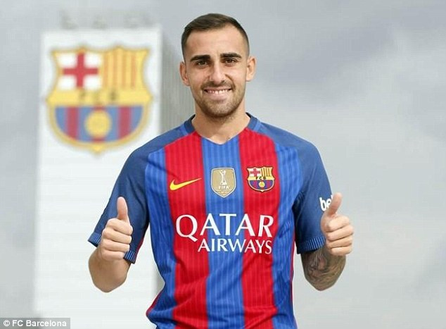 37B66B1200000578-3765085-Paco_Alcacer_poses_in_a_Barcelona_shirt_after_joining_the_club_f-m-40_1472559793657