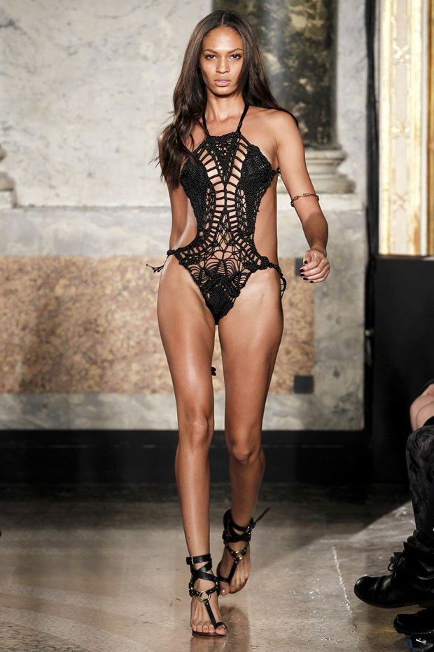 JOAN SMALLS - 4.5 milyon dollar