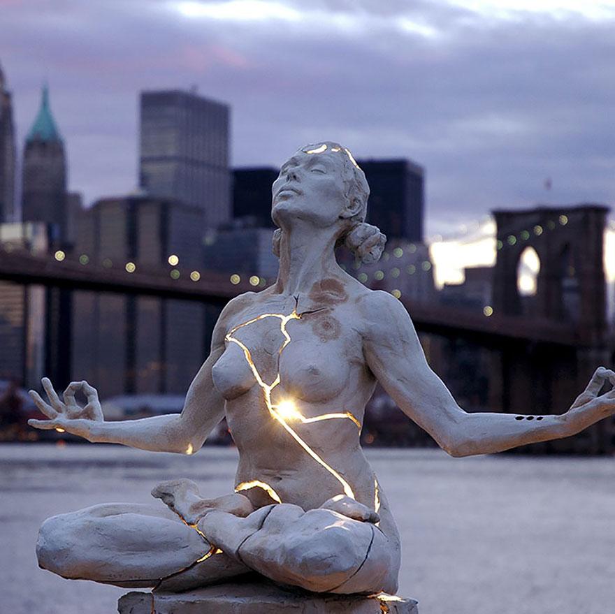 amazing-sculptures-4-57baeebfe5f1e__880