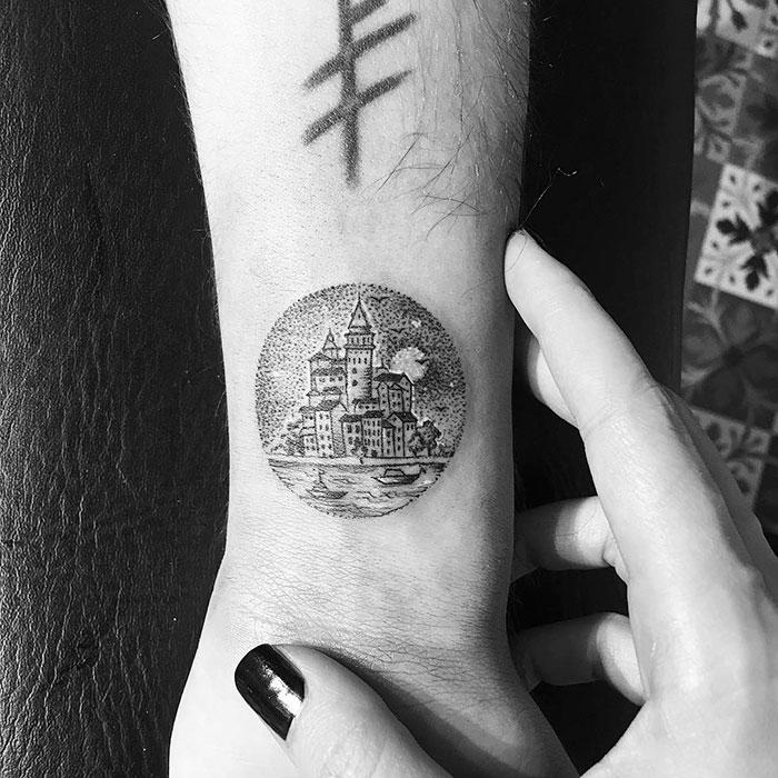 miniature-circular-tattoo-eva-krbdk-1-57a301594b48f__700