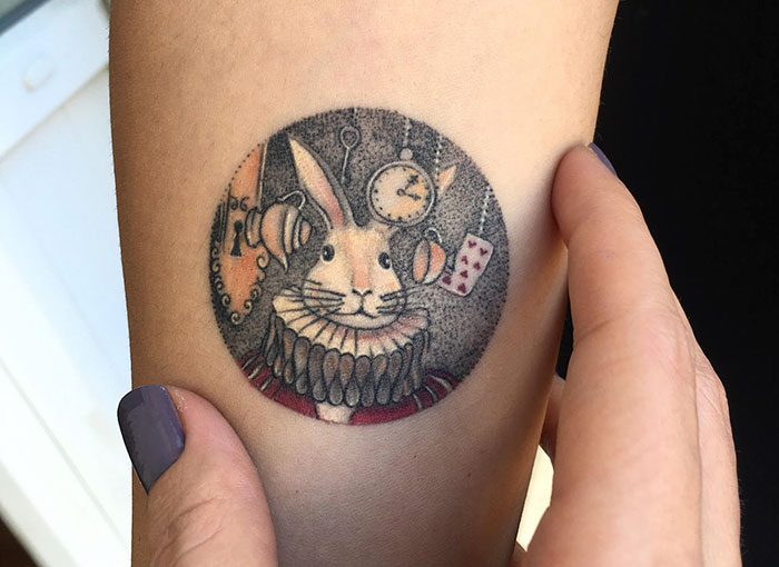 miniature-circular-tattoo-eva-krbdk-12-57a3017654e9e__700
