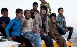 Müharibənin uşaqlarına daha rəngli bir gələcək üçün tankları boyayan rəssam: Neda Taiyebi