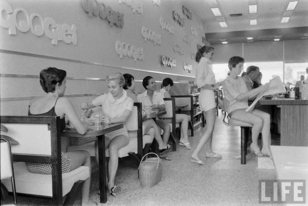 female-short-pants-1950s-11