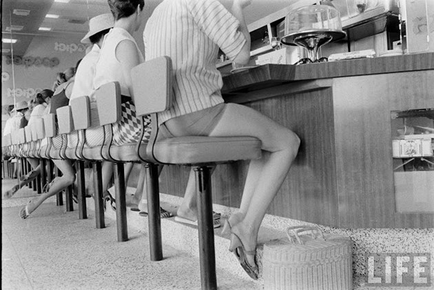 female-short-pants-1950s-13
