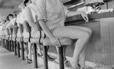 Qısa şortlu Amerikalı xanımlar, tarix ; 1950-ci illər