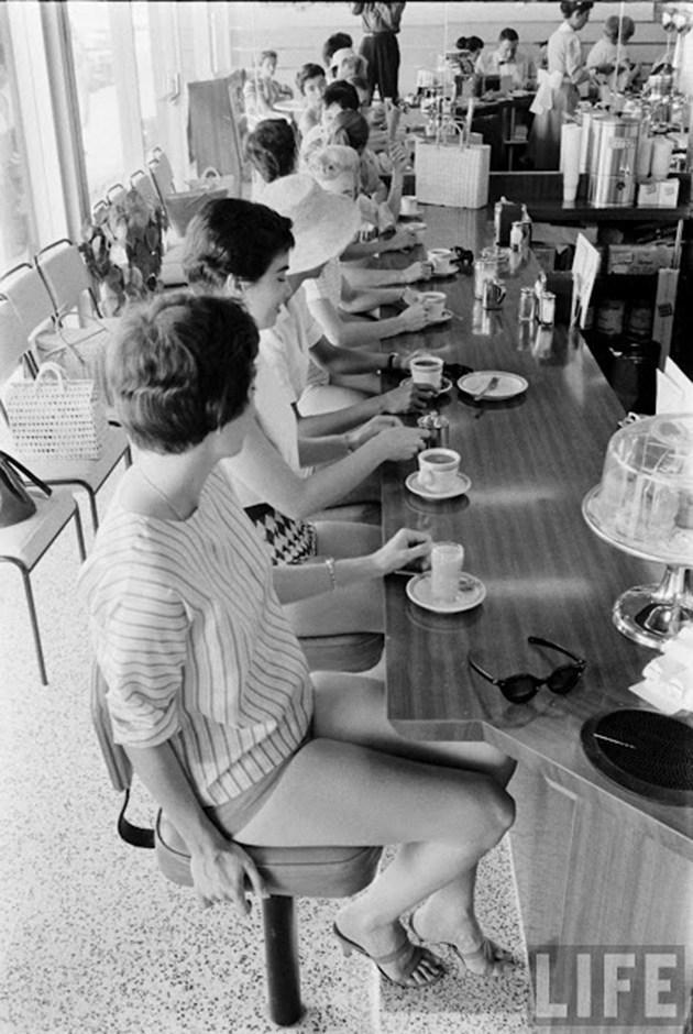 female-short-pants-1950s-9
