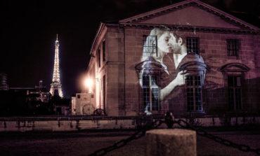 Paris səmaları altında Universal dil - Fransız öpüşü