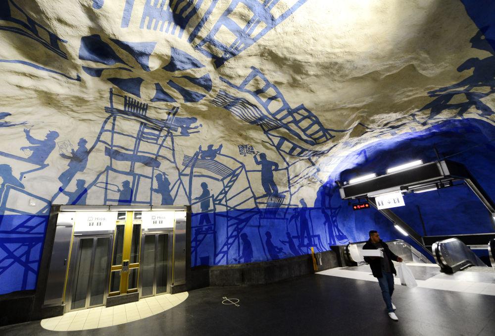 Stokholmdakı T-Centralen metro stansiyası, İsveç.