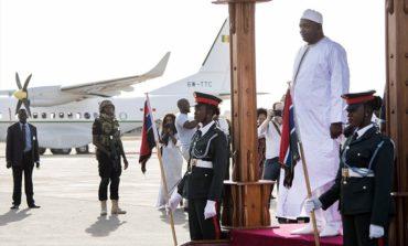 Qambiya yeni Prezidenti vəzifə icrası üçün ölkəsinə geri qayıda bildi