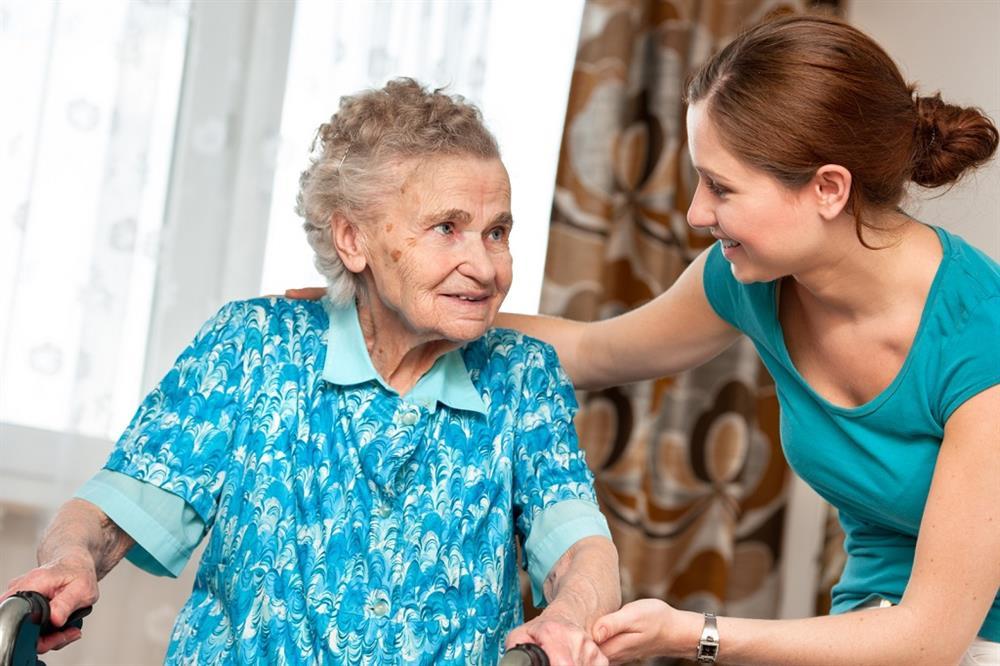Yaşlı insanlarla ünsiyyət qurmağın ən yaxşı 10 yolu