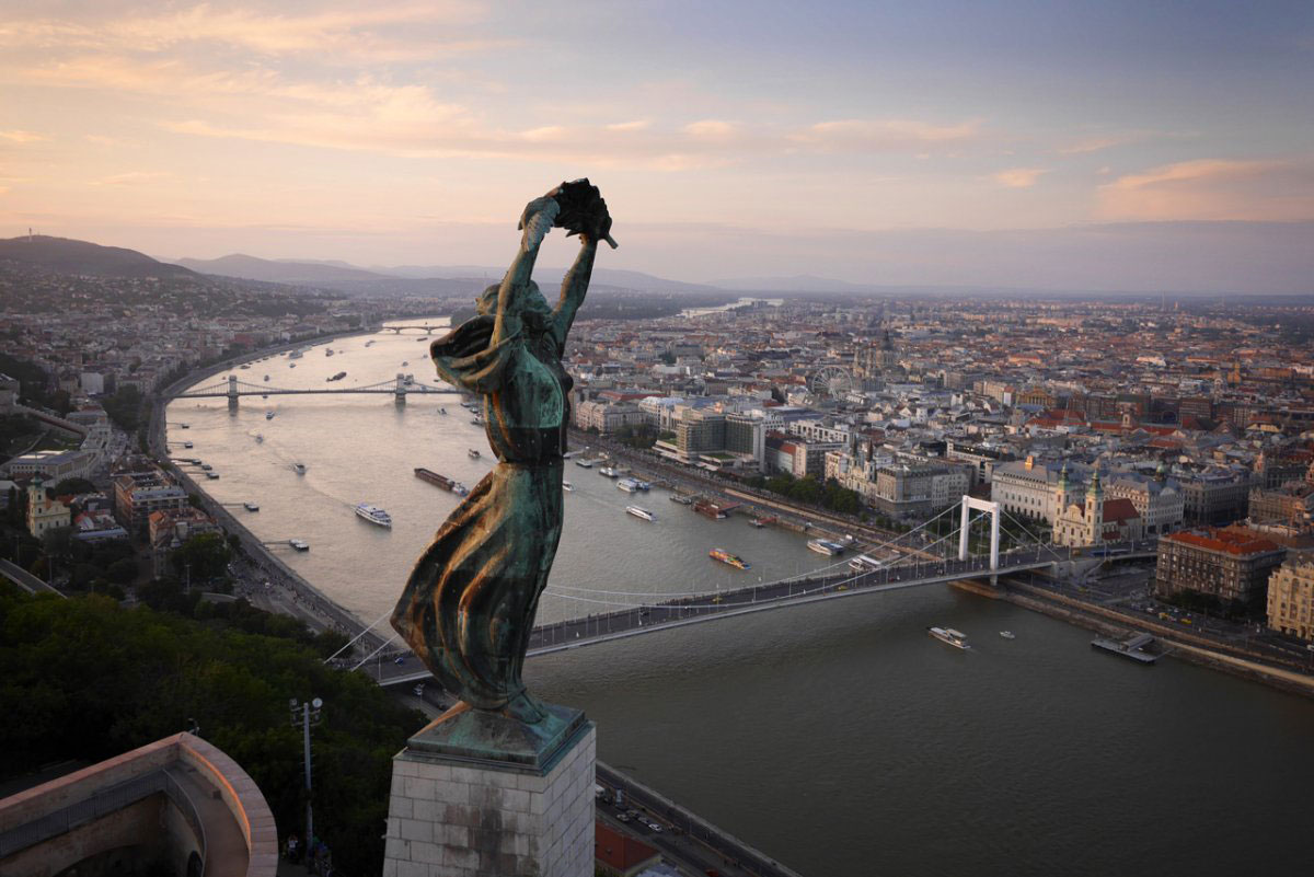 Azadlıq Heykəli, Budapeşt, Macarıstan