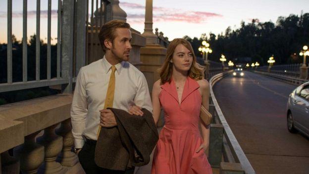 yaaz.az La La Land filmi 2017 t'nqidi yanashma