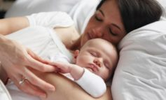 İlk altı ayda körpənizlə birlikdə yatmayın