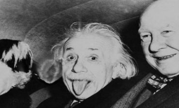 Eynşteynin dilini çıxararaq çəkildiyi məşhur fotoşəkilin hekayəsini bilirsiniz?
