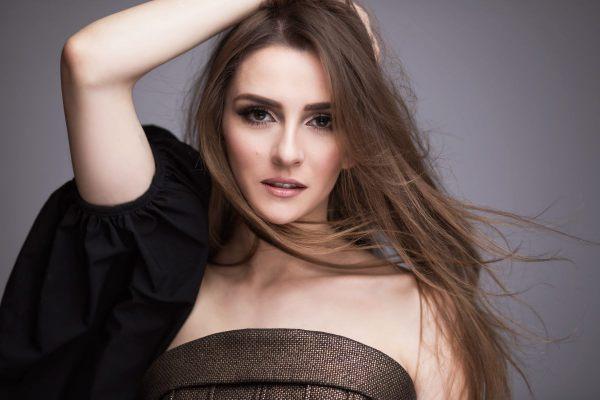 Jana Burceska 'Dance Alone' ilə Makedoniyanı Eurovision 2017də təmsil edəcək